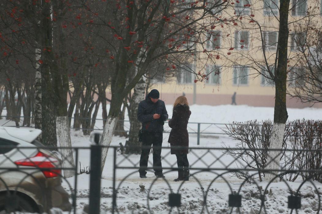 Смотреть онлайн русский познакомился на улице и пригласил к себе 9 фотография
