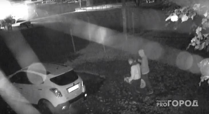 Появилось видео, как неизвестные кладут венки к машине йошкаролинки