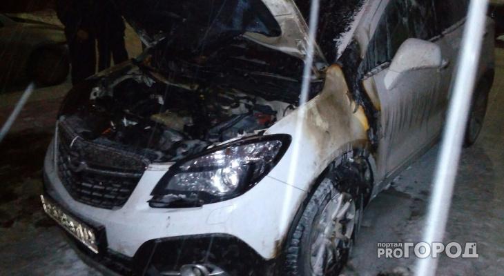 Неизвестные, которые ранее подкладывали венки к авто йошкаролинки, взорвали ее машину