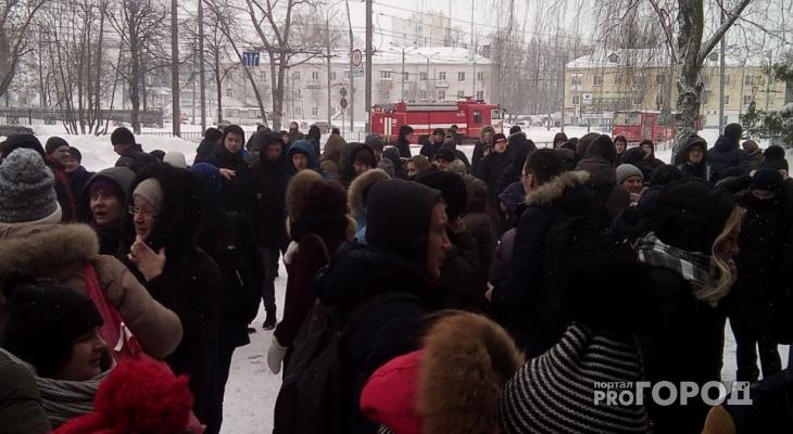 Студентов Йошкар-Олы эвакуировали из горящего здания ВУЗа