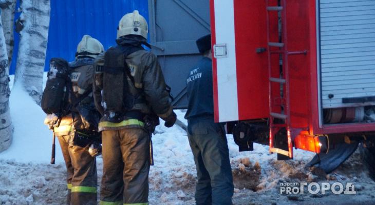 В закрытом гараже жителя Марий Эл сгорели два авто