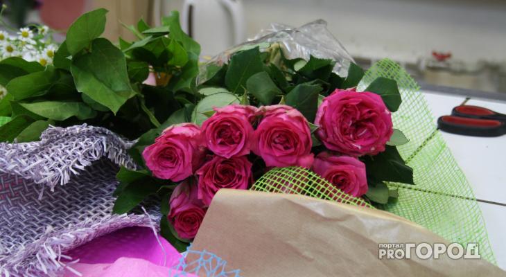 Йошкаролинцы могут обменять мужские носки на розы для дам на 8 Марта