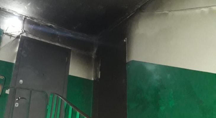 В Йошкар-Оле неизвестные чуть не спалили квартиру