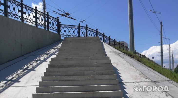 Необычный «аттракцион»: Лестница на Набережной в Йошкар-Оле упирается в забор