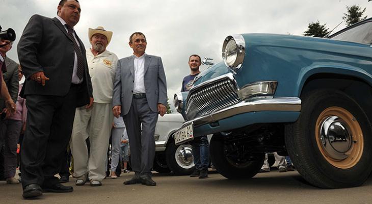 Знаменитая «Чайка» Раисы Горбачевой и не только: глава Марий Эл посетил выставку ретро-автомобилей