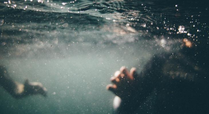 В Марий Эл отдыхающие на озере подняли тело утонувшей женщины