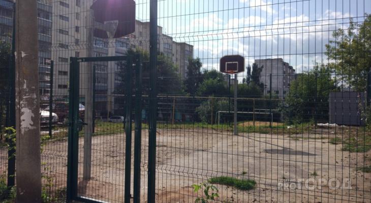 И так сойдет: в Йошкар-Оле дети не могут играть на новой площадке