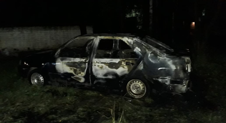 В Йошкар-Оле подожгли брошенную «Чери»?(ВИДЕО)