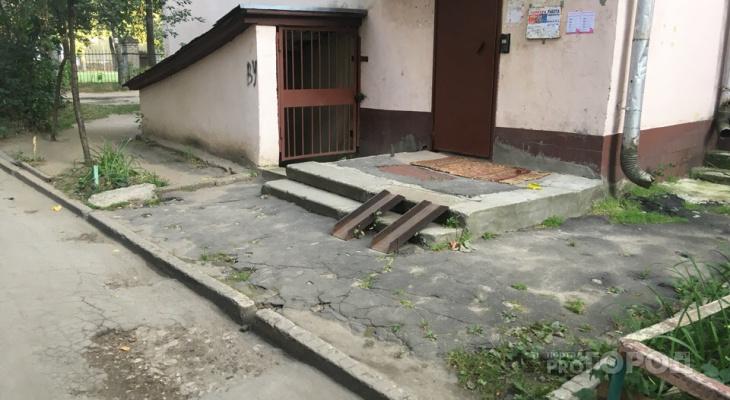 В центре Йошкар-Олы инвалиду не выйти из дома