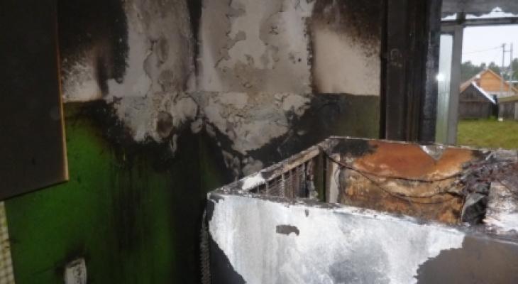 В Марий Эл соседи с верхнего этажа пытались спасти хозяина горящей квартиры