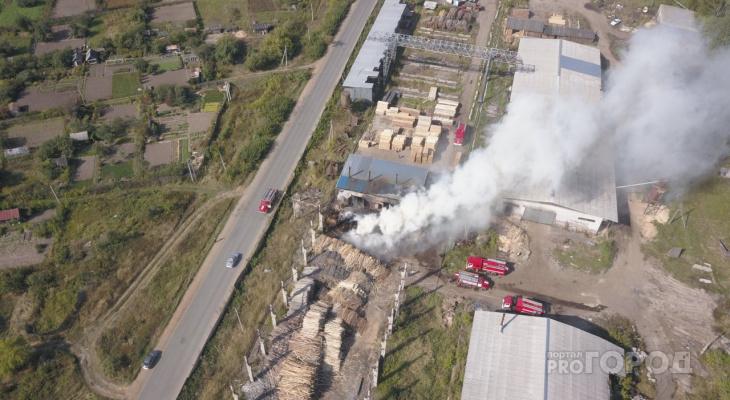 Появились фото и подробности пожара на пилораме в Йошкар-Оле