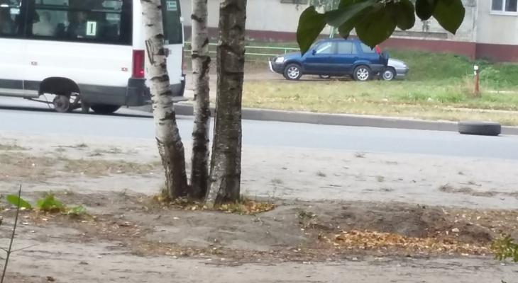 В Йошкар-Оле маршрутка с пассажирами потеряла колесо во время движения