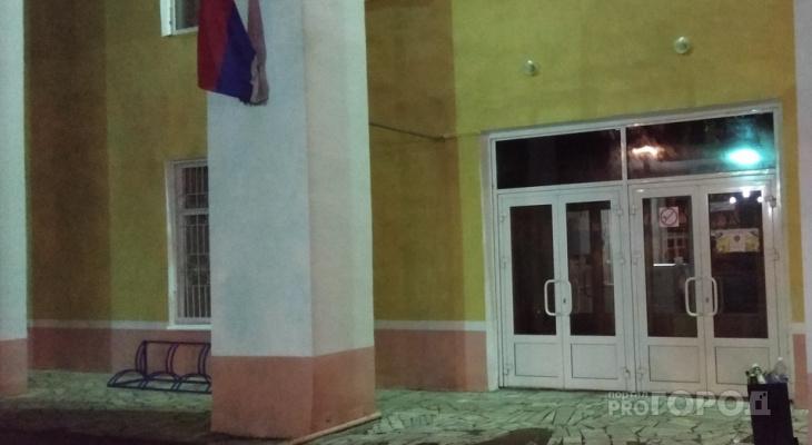 В Йошкар-Оле на здание университета повесили «необычный» флаг России