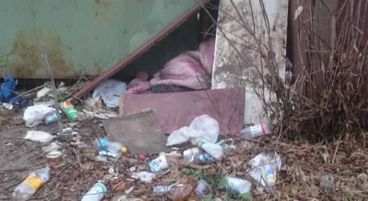 В Марий Эл мужчину, которого выгнала на улицу дочь, кормят соседи