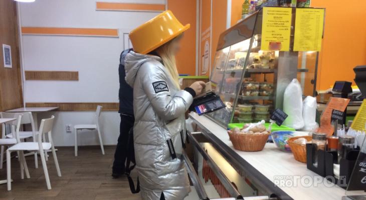 Девушка, которая ходила в необычном оранжевом головном уборе в Йошкар-Оле, прерывала связь с космосом?