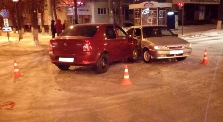 В Йошкар-Оле неуступчивый водитель ВАЗа устроил ДТП