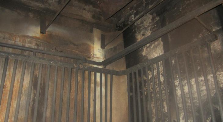 В Марий Эл огонь «закоптил» склад предприятия