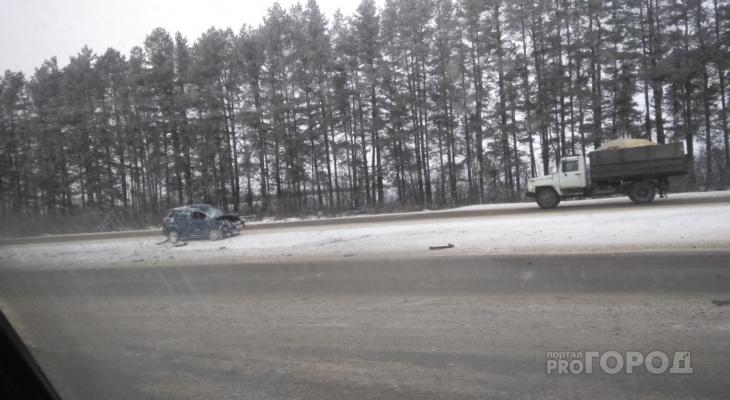 Лобовое столкновение: в Марий Эл на трассе встретились «китаец» и грузовик