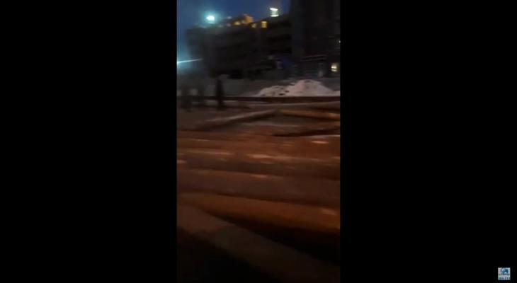 """""""Пункт назначения"""" в пригороде Йошкар-Олы: перевернулся прицеп с бревнами"""