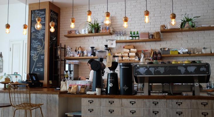 """В Йошкар-Оле хозяин кафе хотел накрыть стол для начальства """"налоговой"""", но лишился 27 тысяч рублей"""