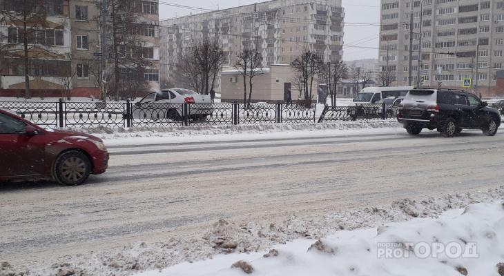 ДТП в Йошкар-Оле: Lada Granta вылетела с дороги