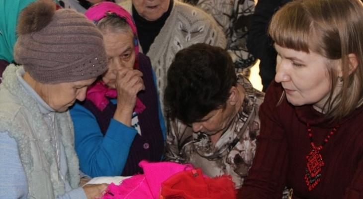 В Марий Эл одинокие старички получили новогодние подарки от молодежи и пожилых