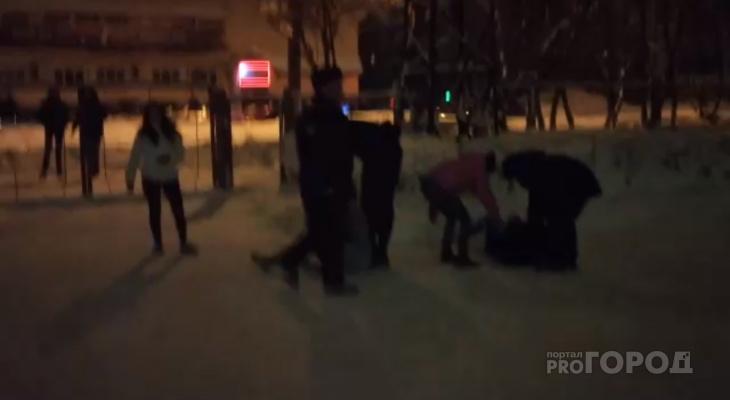 В Йошкар-Оле на «адской» улице полицейские разнимали пьяную молодежь