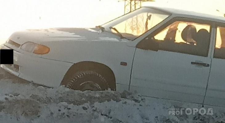 ДТП в пригороде Йошкар-Олы: женщина в крови стояла у авто