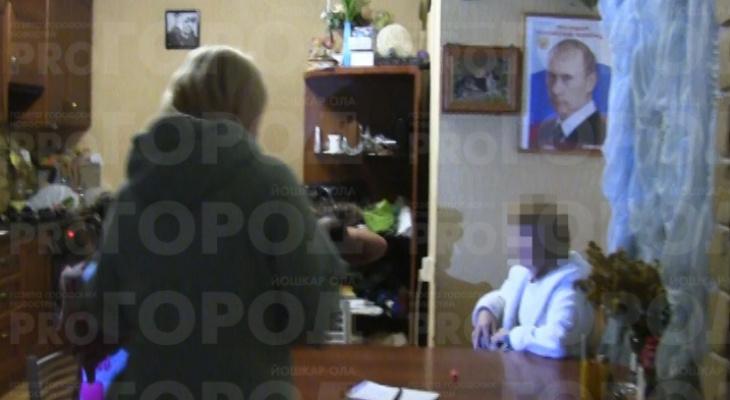 Появились фотографии задержания сутенёрши, организовавшей в Йошкар-Оле бордель