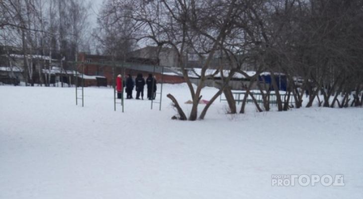 В Йошкар-Оле на школьном стадионе нашли тело молодого человека