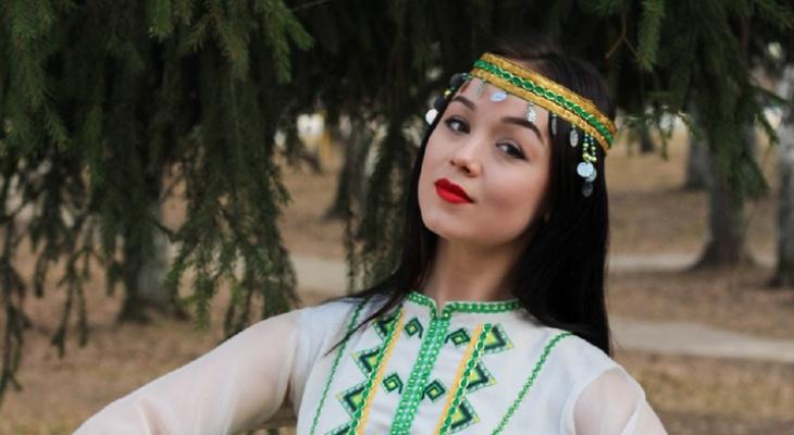 Йошкаролинка стала «Мисс студенчества Финно-Угории» и надела корону победительницы