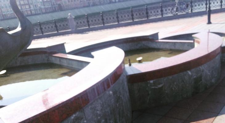 На Патриаршей площади в Йошкар-Оле «гниет» памятник