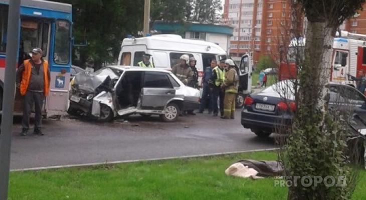 В Йошкар-Оле легковушка влетела в «лоб» троллейбусу: есть погибший