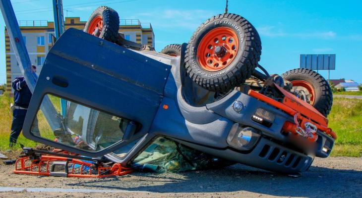 На Казанском тракте около поселка столкнулись Suzuki и LADA Granta