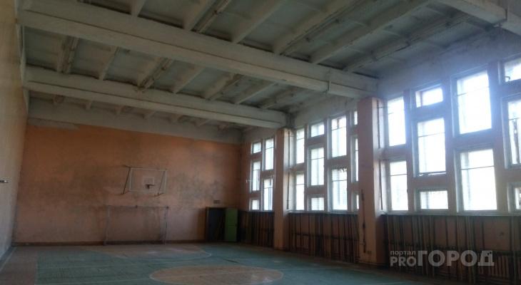 «На головы детей падает потолок»: в пригороде Йошкар-Олы не ремонтируют спортзал