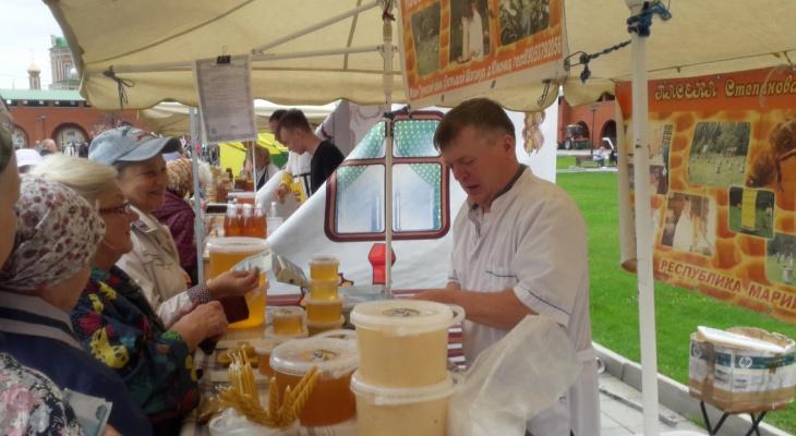 Все будет сладко: более 18 медоводов расположились на ярмарке в Йошкар-Оле