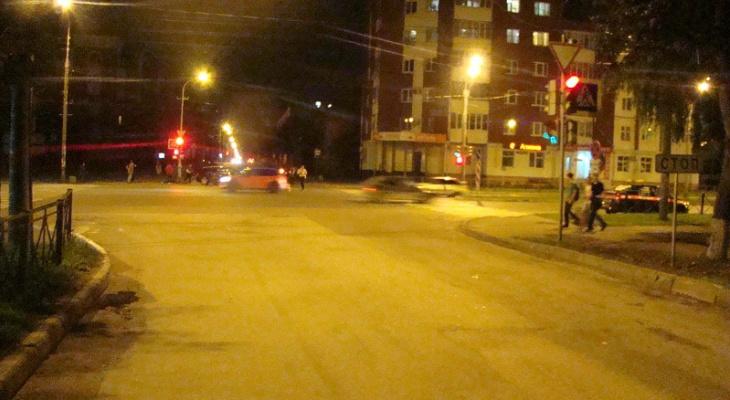 В Йошкар-Оле на перекрестке Audi не поделила дорогу с ВАЗ: двое в больнице