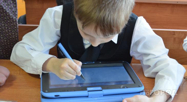 Советы йошкаролинцам, как организовать рабочее место для школьника-левши