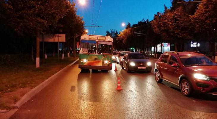 В Йошкар-Оле пассажирка троллейбуса оказалась в больнице из-за «резкого» водителя