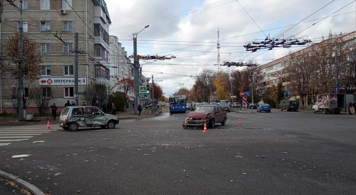 Жесткое ДТП на перекрестке Первомайской-Красноармейской в Йошкар-Оле: кто виноват?