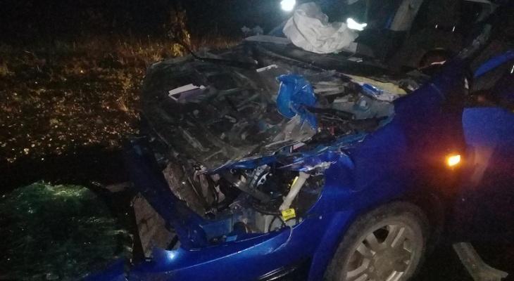В Марий Эл на трассе «Вятка» столкнулись Chevrolet и Volvo: в больнице двое