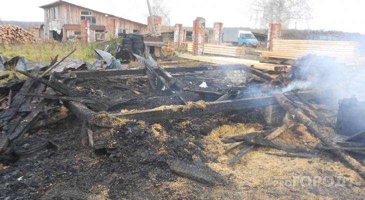 В Марий Эл добровольцы вытащили мужчину из горящей постройки