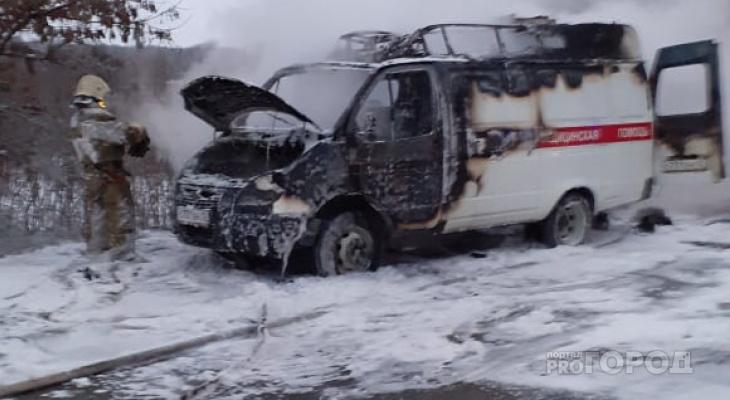 Рано утром в Йошкар-Оле полыхала машина скорой помощи