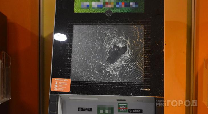 «Ограбление по-Красногорски»: неизвестные «разбомбили» офис одного из банков в Марий Эл