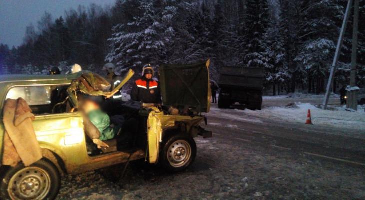 Смертельное ДТП на Козьмодемьянском тракте: спасатели извлекли тело женщины
