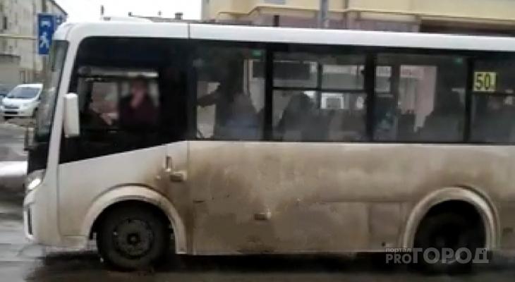 «Едут и показывают средний палец»: в Йошкар-Оле «маршрутки» провоцируют водителей