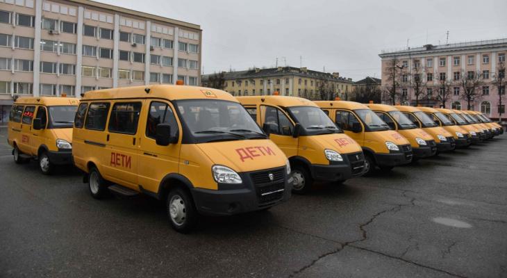 «Подарок к новому году»: глава Марий Эл вручил школам ключи от 41 автобуса