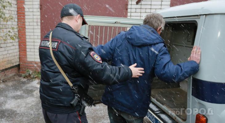 Двое жителей Марий Эл угрожали соседу ножом и требовали 50 рублей