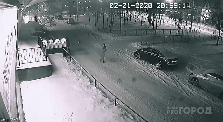 В Йошкар-Оле неизвестный разбил новогоднюю лампу на Эшкинина