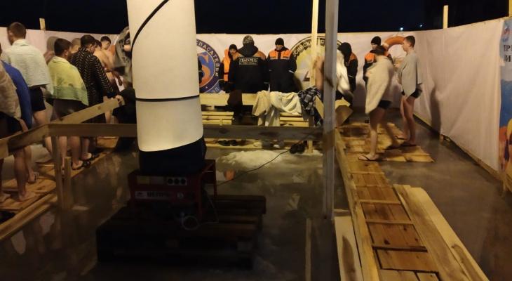 Более 4500 йошкаролинцев окунулись в прорубь на Центральном пляже
